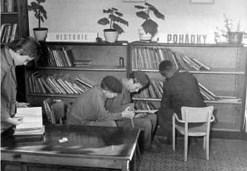 50. léta v knihovně