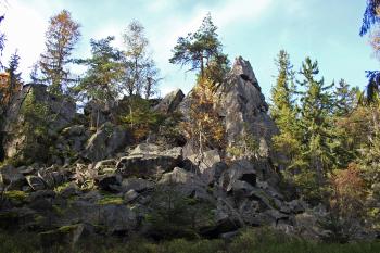 Rozeklané skalisko na Hraničním hřeb.